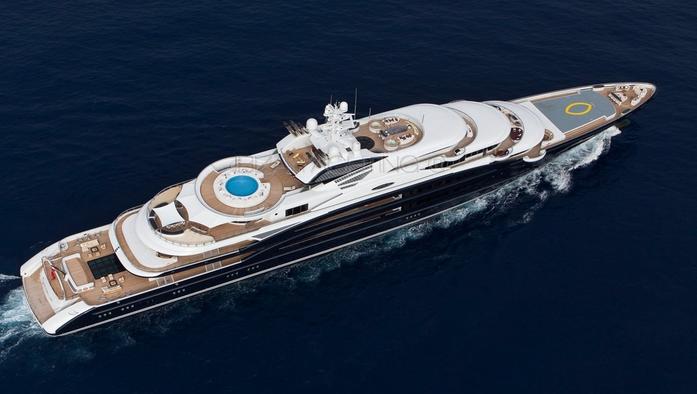 Yates de lujo en Ibiza