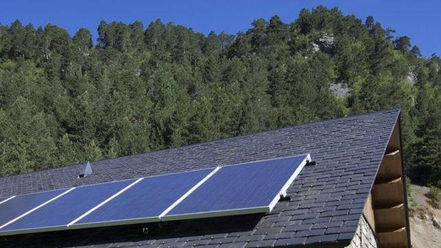 casa rural con placa solar