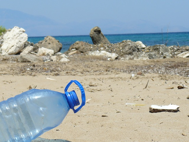 plastic-bottle-606881_640