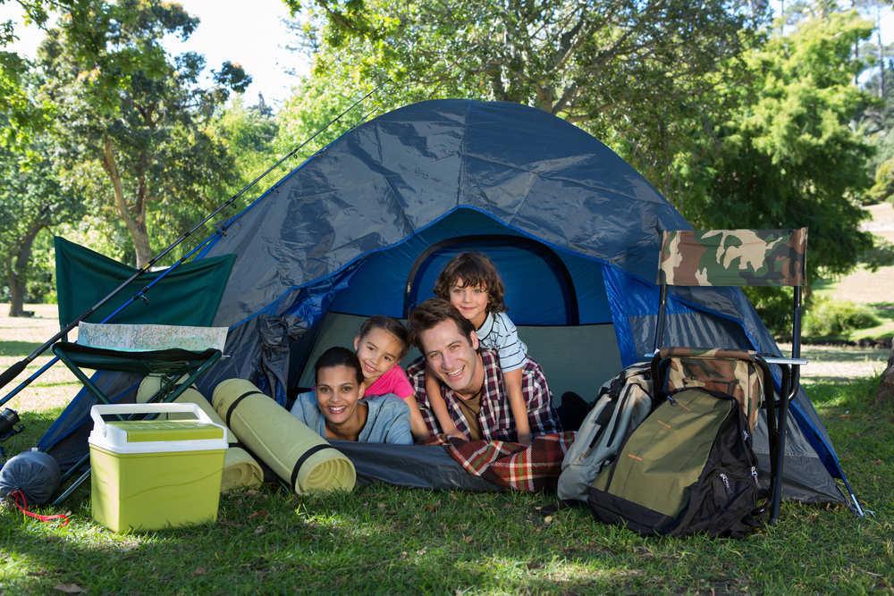 Las cosas que no deben faltar en un tu equipaje para acampar en el campo
