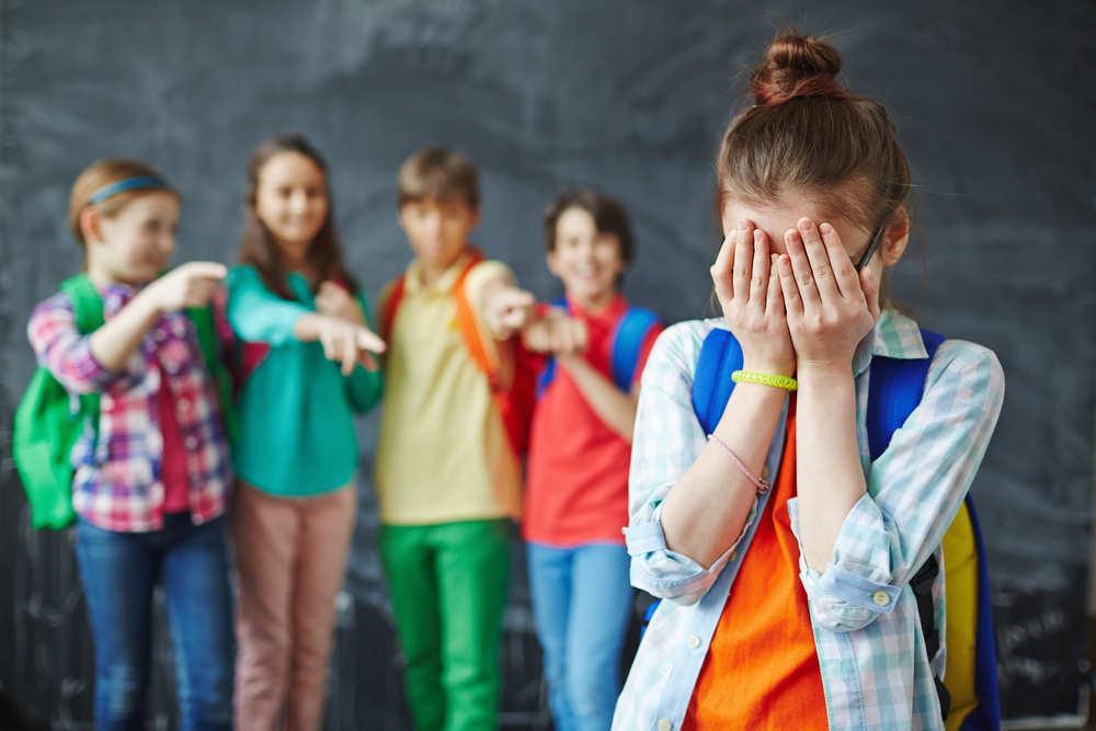 Niña sufre acoso escolar durante un camping en Semana Santa